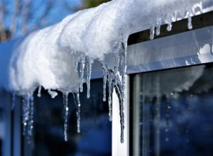 4-Top-Tips-to-Protect-Roof-from-Snow-and-Ice